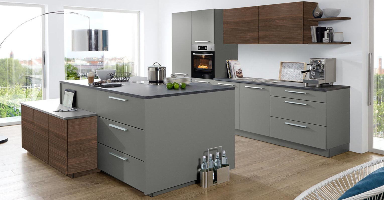 moebel-berning-kuechenstudio-lingen-rheine-osnabrueck-kueche-nolte-soft-lack-inselkueche-moderne-küche-quarz-grau-einbaugeraete