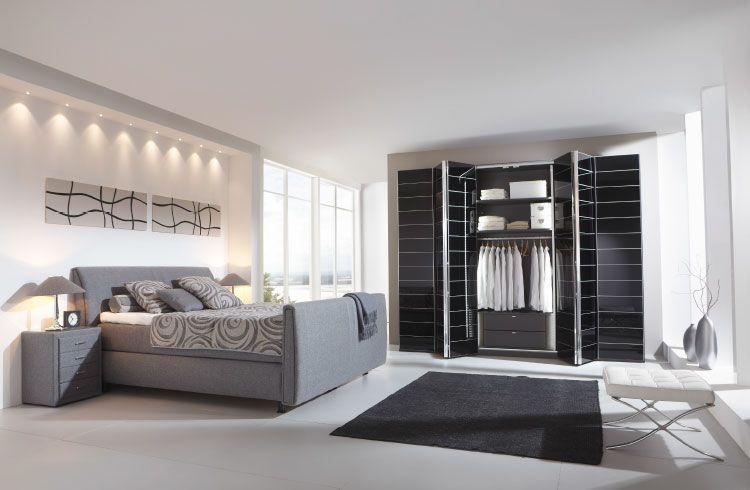 moebel-berning-lingen-rheine-wohnwelten-schlafen-schlafzimmer-schraenke-kleiderschrank-schwarz-hochglanz-weiss-bett-nachtkonsole-kommode-sideboard-boxspringbett-polster-grau