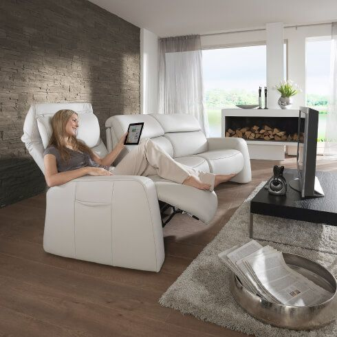 moebel-berning-lingen-rheine-markenwelten-wohnen-himolla-heimkino-sofa-weiss-leder-made-in-germany-relaxfunktion-abstelltisch-holz-kopfstuetze