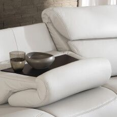 moebel-berning-lingen-rheine-markenwelten-wohnen-himolla-heimkino-sofa-weiss-leder-made-in-germany-relaxfunktion-abstelltisch-holz-kopfstuetze-detail-ablage-tisch