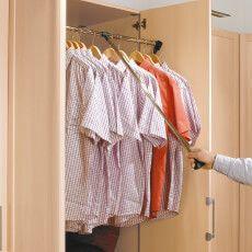 moebel-berning-lingen-rheine-markenwelten-schlafen-staud-kleiderschrank-detail-kleiderbuegel