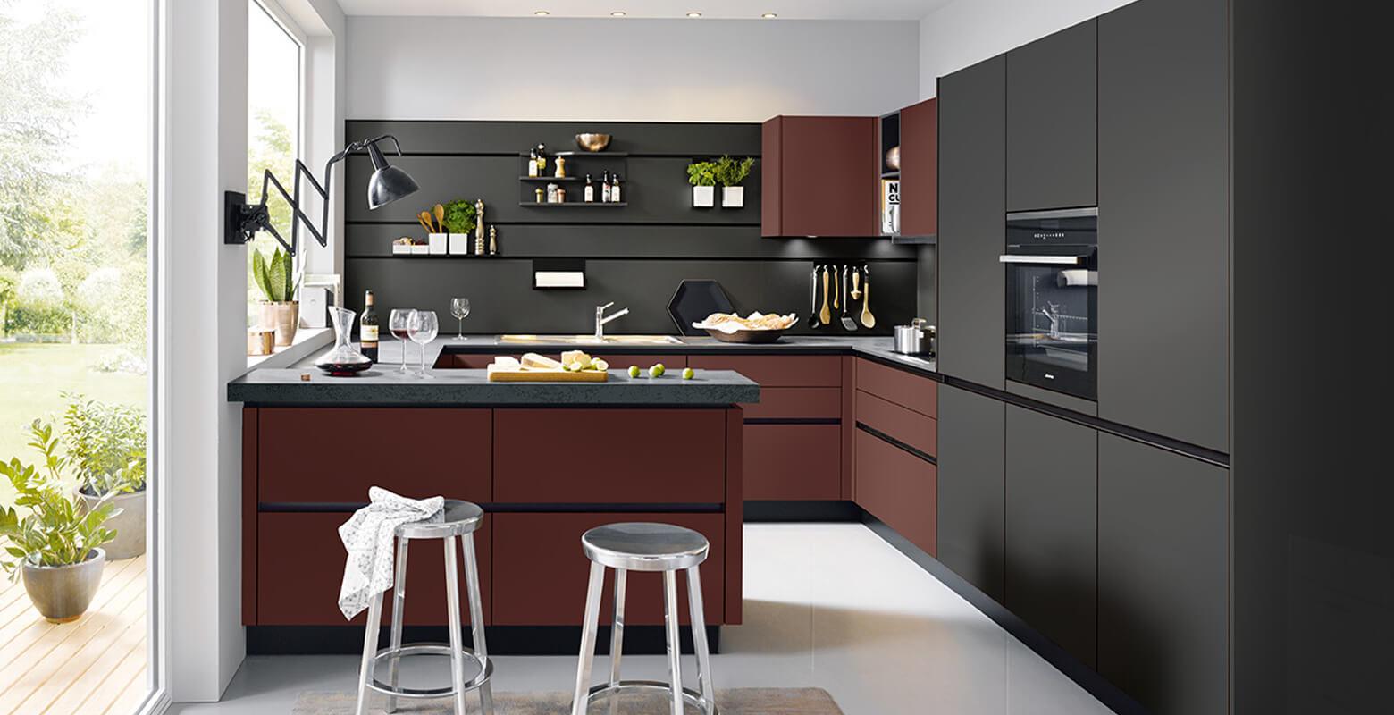 einbaukueche-schueller-siena-indischrot-dunkel-schwarz-dekor-anthrazit-g-küche-geraumig-modern-mit-einbaugeraeten