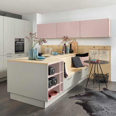 moebel-berning-kuechenstudio-lingen-rheine-osnabrueck-inselkueche-kaufen-nolte-manhatten-grau-rosa-matt
