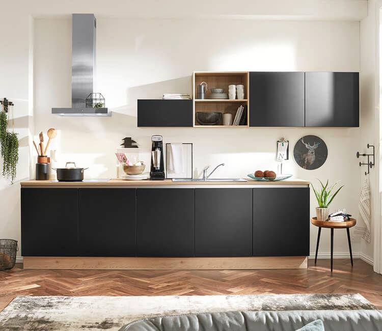 Einbaukueche-Interliving-aus-Holz-in-Schwarz-Interliving-Kueche-Serie-3024-mit-AEG-Einbaugeraeten-schwarze-und-asteichefarbene-Kunststoffoberflaechen-kuechenzeile-xs