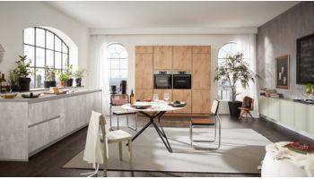 Grosse Küchenzeile Ella von Wert Küche mit 3 Front-Ausführungen Buche