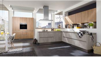 Offene L-Küche Quadro von Culineo mit Front in Beton Perlgrau und Eiche Nachbildung Eiche