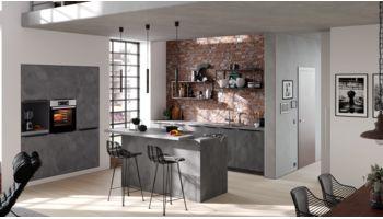 Elegante Küchenzeile mit Insel Quadro von Culineo mit Front in Beton Anthrazit Anthrazit