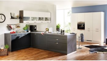 Großzügige L-Küche Touch von Nobilia mit Front in Matt, Schwarz und Alpinweiß Weiss
