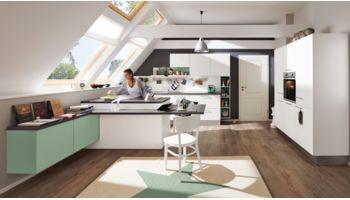 Originelle U-Küche Ulrika von Wert Küche mit Front in Matt, Weiß und Salbeigrün