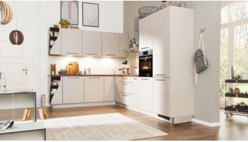 """Markante L-Küche """"Serie 3005"""" von Interliving Küche mit Front in Echtlack softmatt,  Sahara"""
