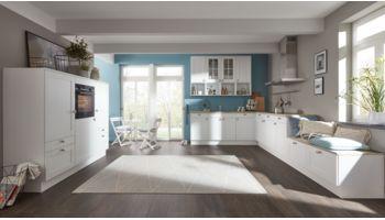 Einladende L-Küche Carolin von Wert Küche mit Front in Seidenglanz, Kristallweiß Weiss