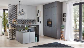 Moderne L-Küche Victoria von Culineo mit Front in Hochglanz Lack, Seidengrau Hellgrau