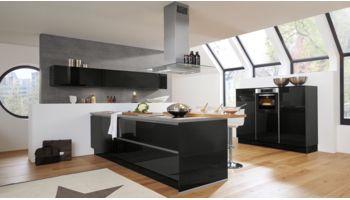 Moderne T-Küche Fresh von Culineo mit Front Hochglanz Lack,  Pianoschwarz Schwarz