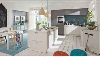 Wert L-Küche Mod. Bari PG1, Pinie gekalkt K515 kombiniert mit Mod. Nova Achatgrau K275