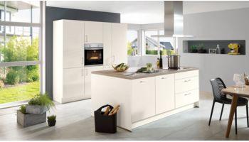 Moderne Inselküche Feel von Nobilia mit Front in Matt Lack, Weiß Weiss