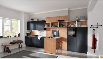 Moderne Küchenzeile Ulrika von Wert Küche mit Front in Matt, Onyxschwarz Eiche