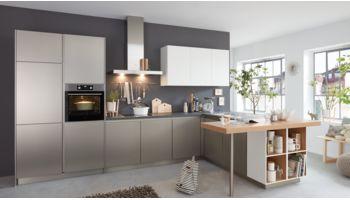 Praktische L-Küche Corali von Wert Küche mit Front in Edelstahl, Metallic Weiss