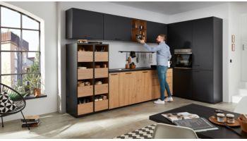 Repräsentive L-Küche Sina von Wert Küche mit Front in Samtmatt, Onyxschwarz Schwarz