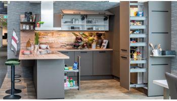 LI - Koje 43 - Ausstellungsküche Wert Küche U-Form Sina