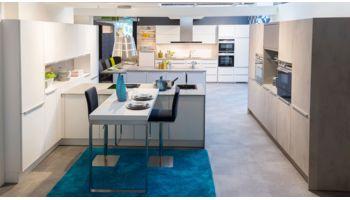 LI - Koje 28 - Ausstellungs- Inselküche Gladice von Wert Küche