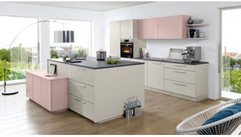 Moderne Familienküche von Nolte Küchen mit Front in Matt Lack, Platingrau und Lavendel