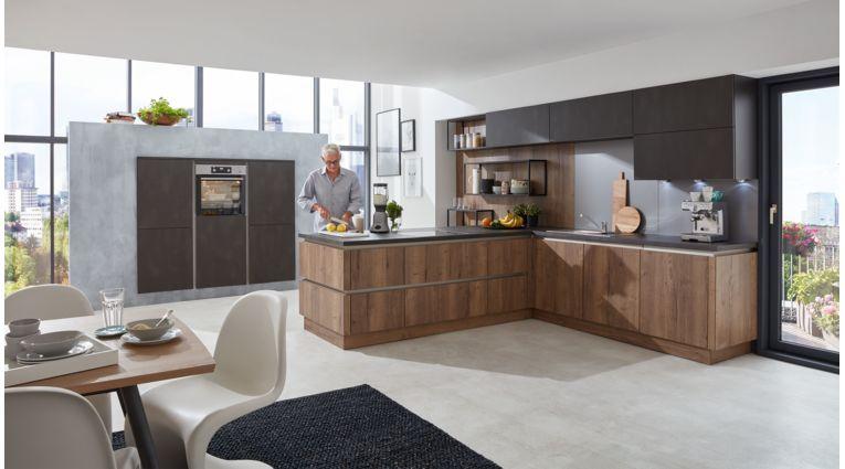 Wohnliche L-Küche Cristin von Wert Küche mit Front in zwei Farben, Alteiche und Stahl dunkel