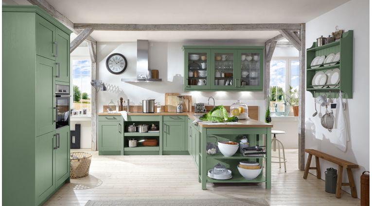 Landhaus T-Küche Carolin von Wert Küche mit Front in Seidenglanz,  Salbeigrün