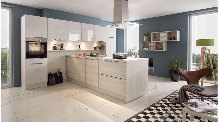 Design Küche Flash von Nobilia mit Front in Seidengrau und Eiche San Remo
