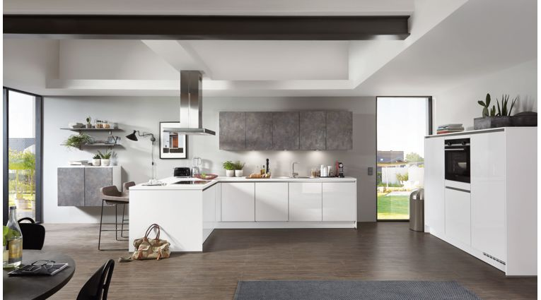 Große L-Küche Focus von Nobilia mit Front in Hochglanz, Alpinweiss