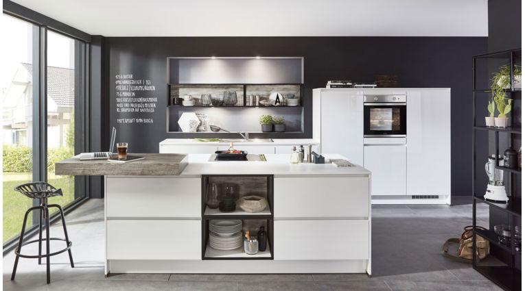 Offene Inselküche Focus von Nobilia mit Front in Ultra Hochglanz, Alpinweiß