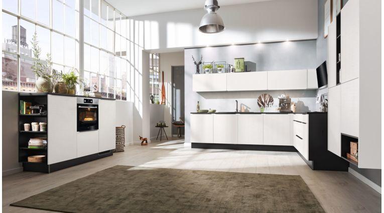 Offene L- Küche von Interliving Serie 3004 mit Front in Cotton Weiß