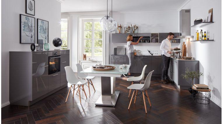 Wohnliche L-Form Küche von Interliving Serie 3007 mit Front in Hochglanz, Quarzgrau