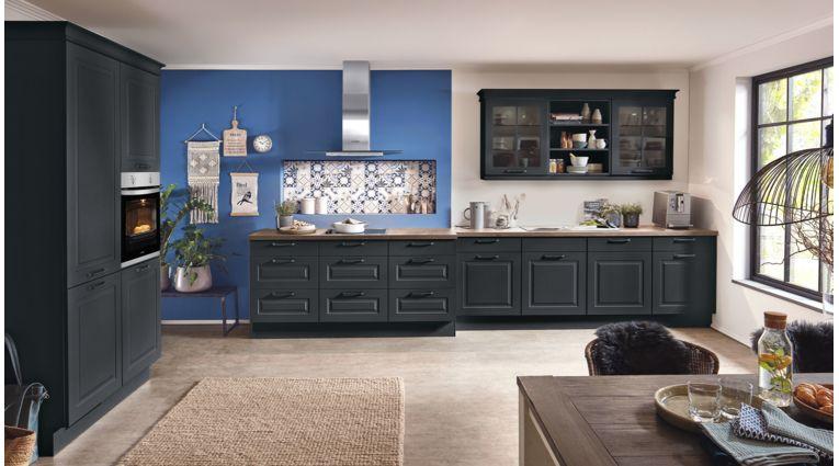 Klassische Küchenzeile Sylt von Nobilia mit Front in Lack Matt, Schwarz