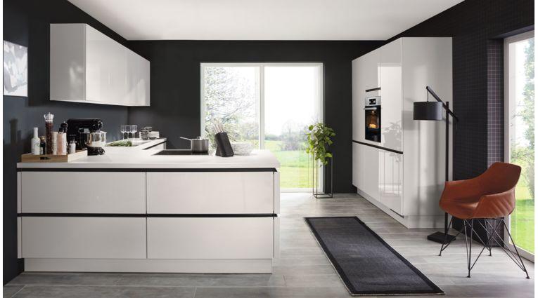 """Moderne L-Küche """"Flash"""" von Nobilia mit Front in Hochglanz, Seidengrau"""