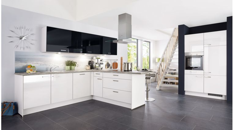 Große T-Küche Focus von Nobilia mit Front in Lack Hochglanz, Weiß und Schwarz