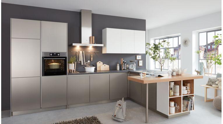 Praktische L-Küche Corali von Wert Küche mit Front in Edelstahl, Metallic