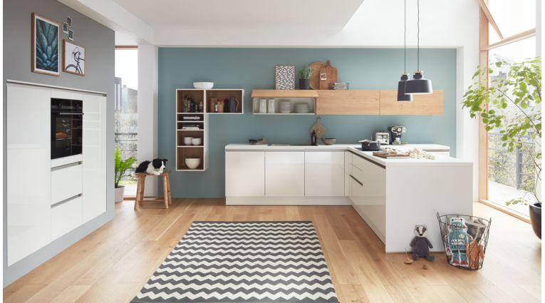 Familienfreundliche T-Küche Ulrike von Wert Küche mit Front in Hochglanz, Brillantweiss