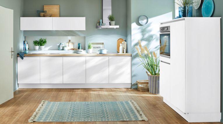 Moderne Küchenzeile Laser von Nobilia mit Front in Alpinweiss