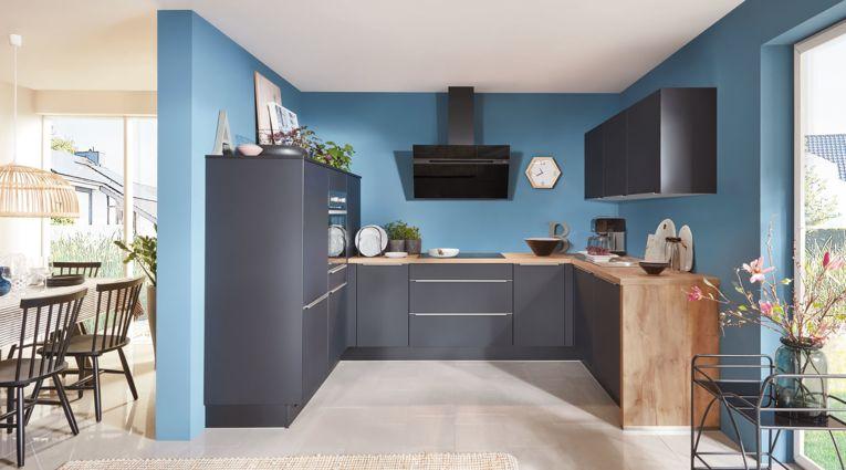 Pflegefreundliche  Easytouch U-Form Küche von Nobilia mit Front in Ultramatt, Schwarz