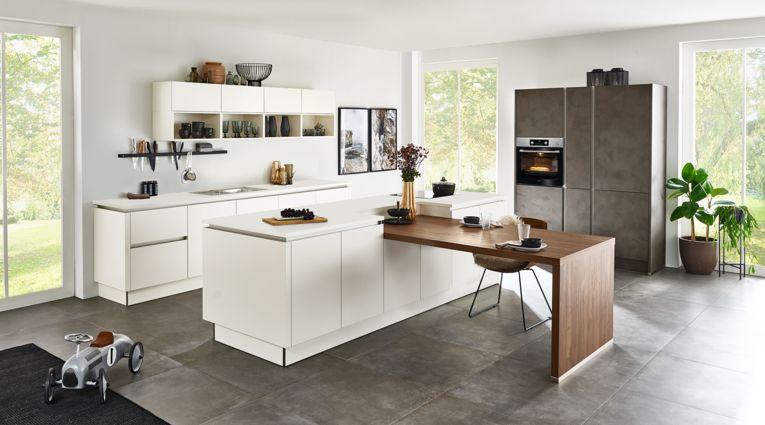 Offene Inselküche Softlack von Nolte Küchen mit Front in Matt, Magnolia