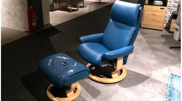 35-RH-Stressless-Sessel-und-Hocker