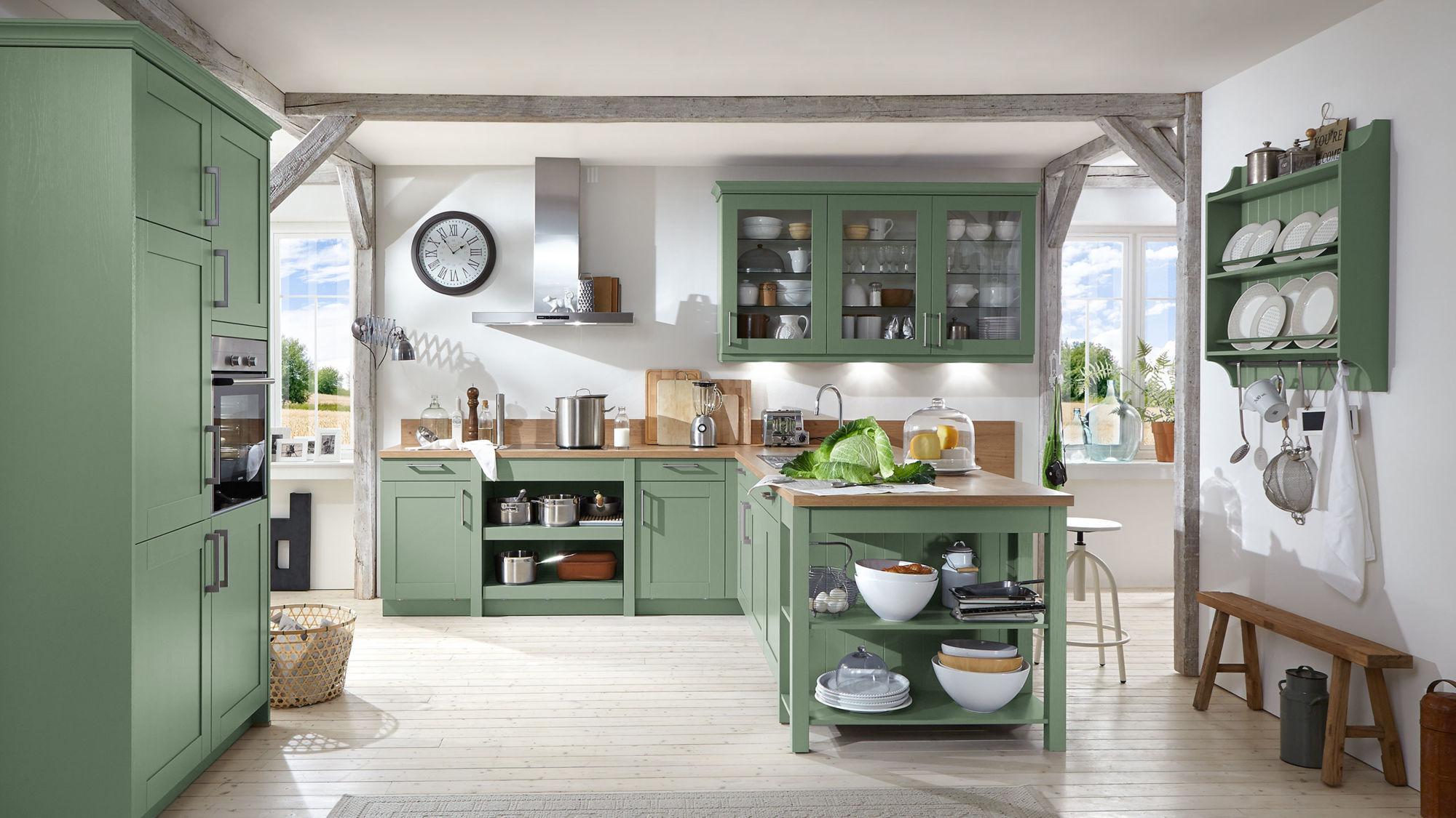 Landhaus T-Küche Carolin von Wert Küche mit Front in Seidenglanz