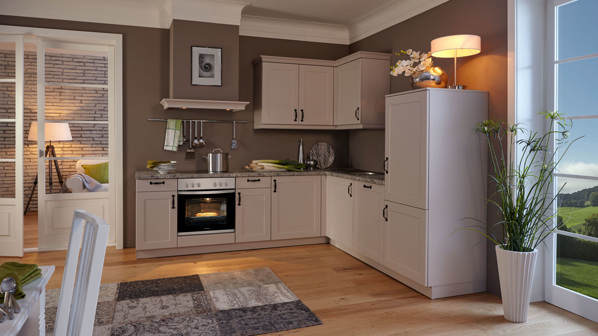 Landhaus L-Küche Viktoria von Wert Küche mit Front in Satinlack, Sandgrau